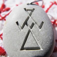 Камень с символом Макошь