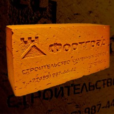 Кирпич с логотипом