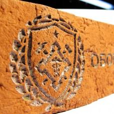 Логотип на облицовочной плитке